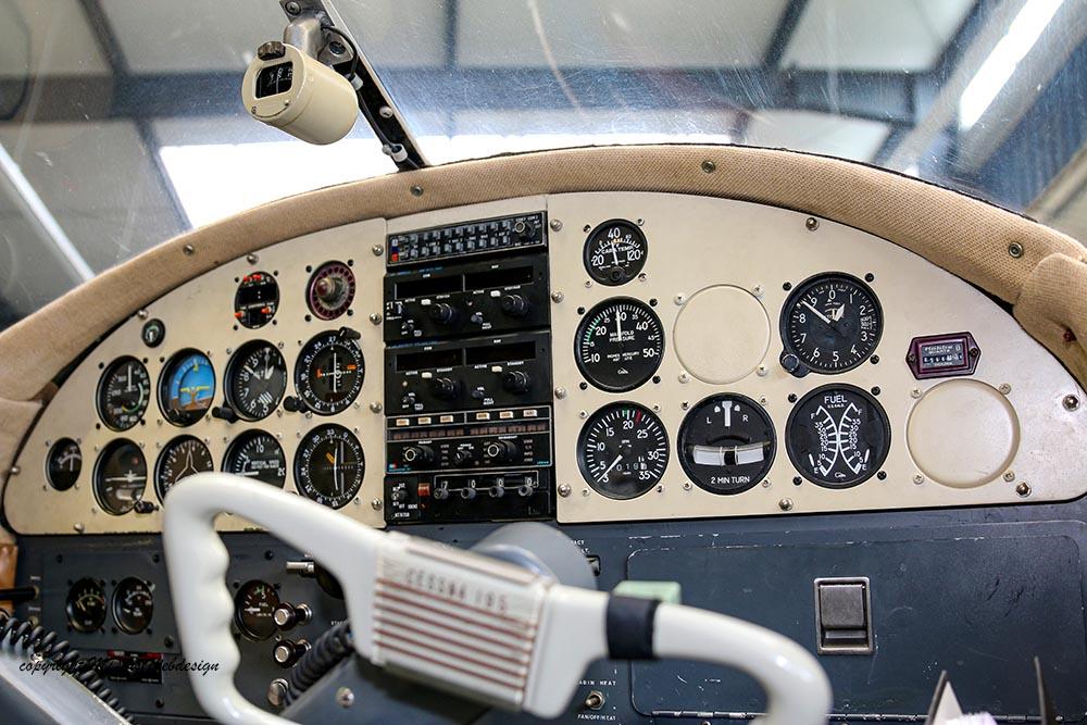 Cessna_195_2014-10-1011.jpg