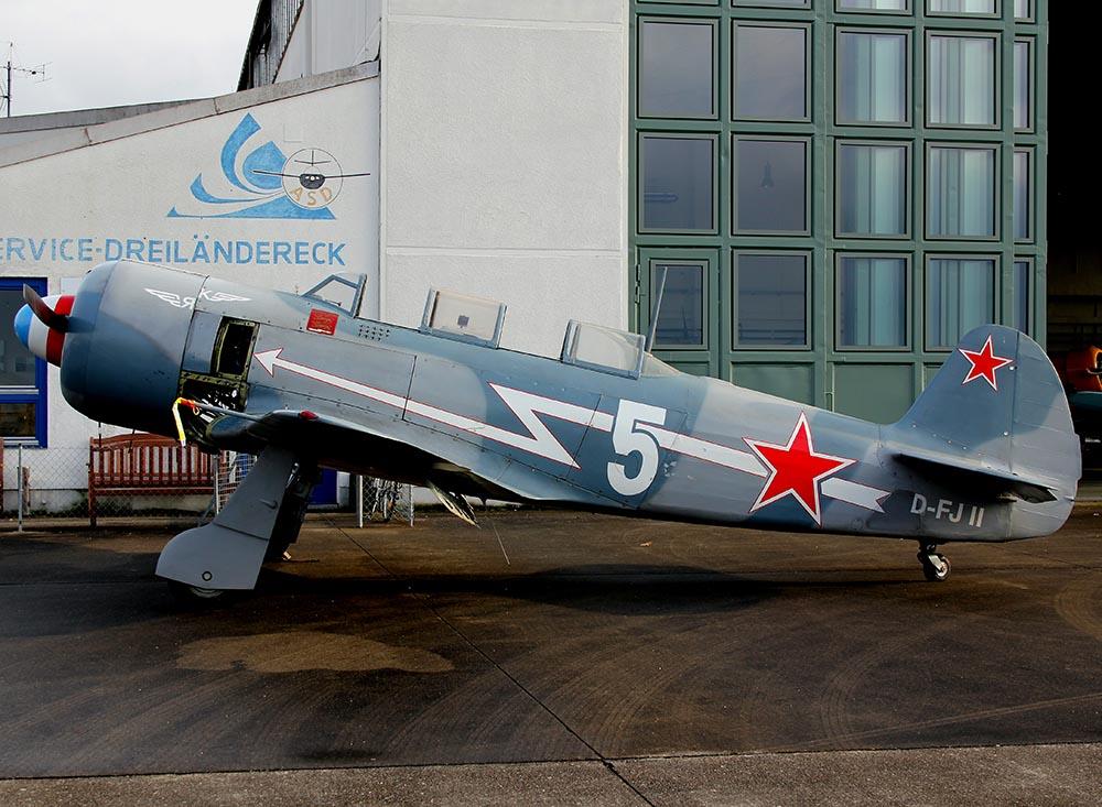 Yak-11_D-FJII_2011-02-254.jpg