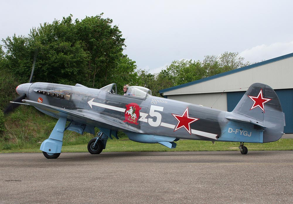 Yak-3_D-FYGJ_2010-04-30_18.jpg